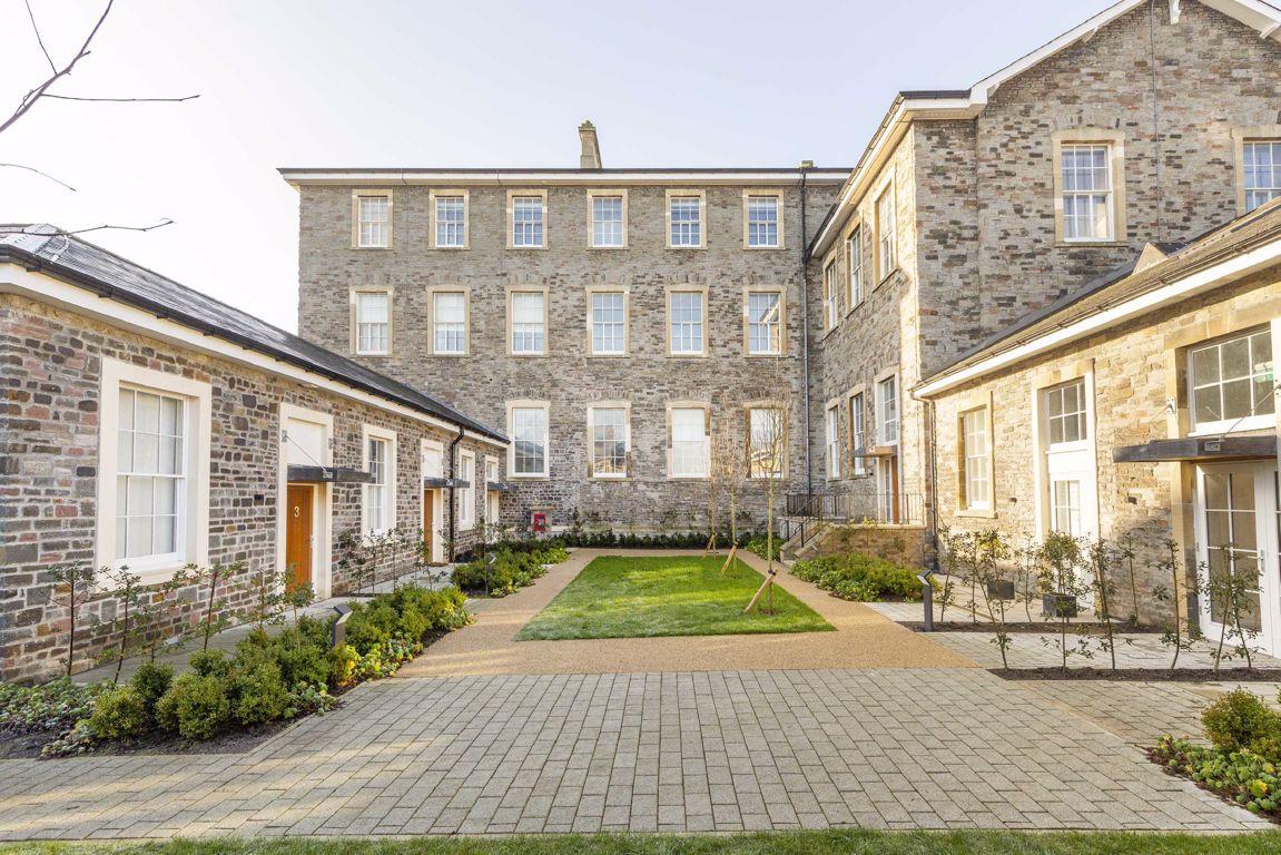 Loft House, garden court